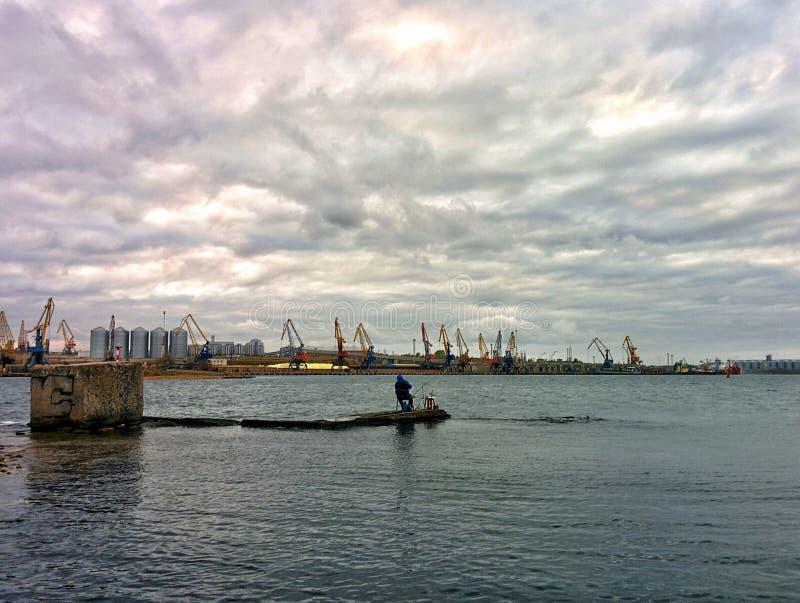 Łowić w porcie morskim obrazy royalty free