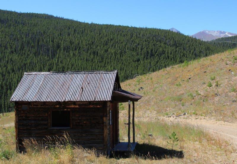 Łowiecka kabina w Skalistych górach fotografia royalty free