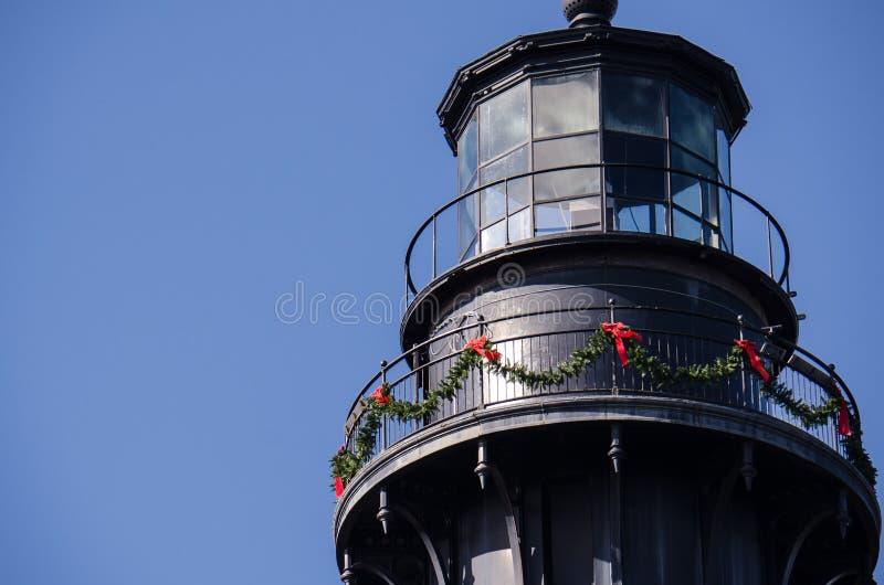 Łowiecka wyspy latarnia morska w Południowa Karolina dekorował dla bożych narodzeń zdjęcia royalty free