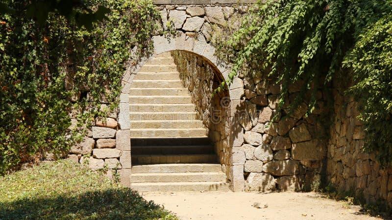 Łuk i schody obrazy stock
