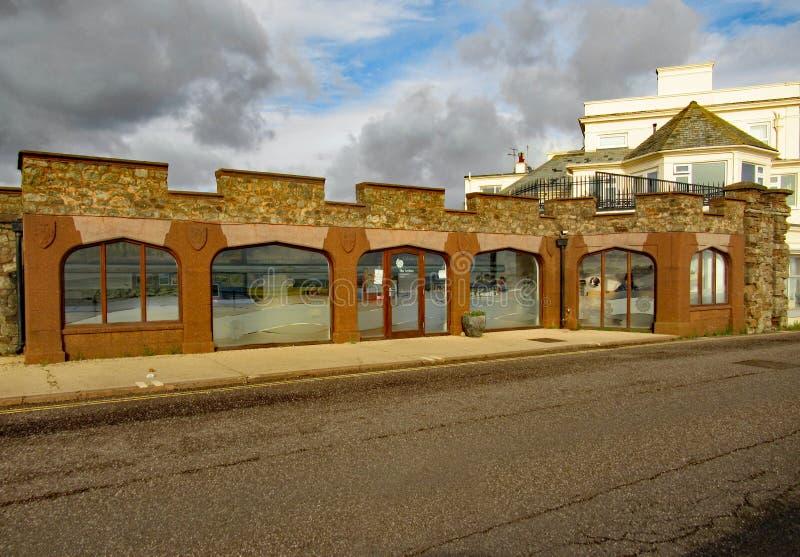 Łuk interpretacji Centre w Sidmouth Otwierający w 2011 i daje informacji o Jurajskim wybrzeżu zdjęcia stock