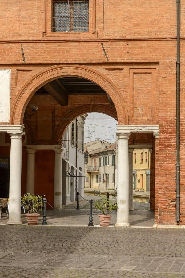 Łuk ` loggii Pszeniczny ` w wioski centrum, Comacchio, Włochy obraz royalty free