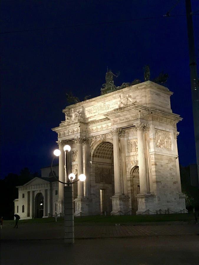 Łuk pokój noc, Mediolan obrazy royalty free