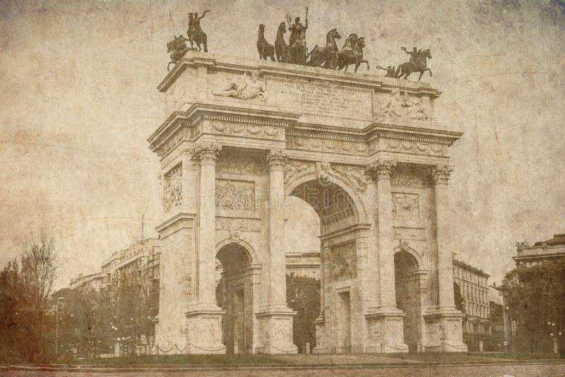 Łuk pokoju Włochy Mediolańska stara pocztówka zdjęcie royalty free