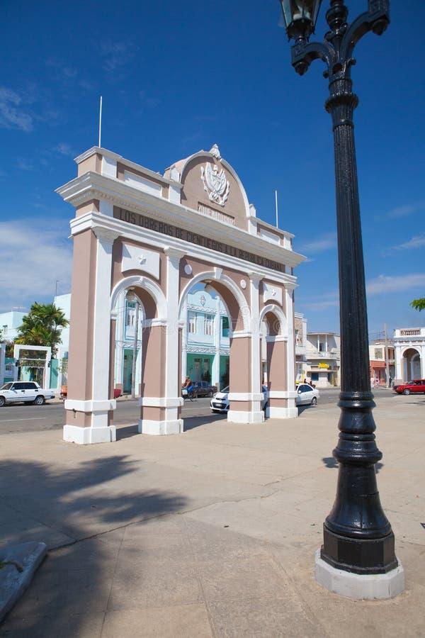 Łuk Triumph w Jose Marti parku, Cienfuegos, Kuba obrazy stock