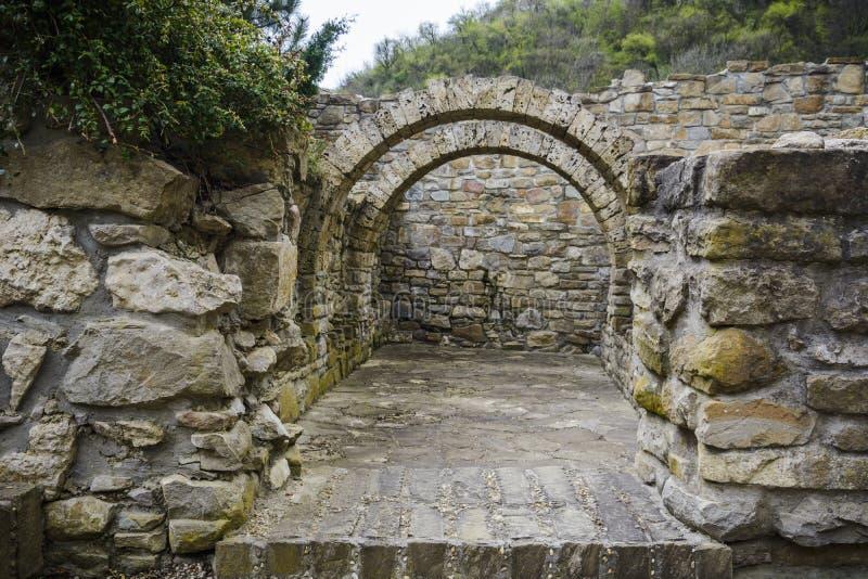 Łuk w czterdzieści męczenników kościół ogródzie zdjęcia royalty free