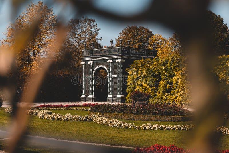Łuk w ogrodzie pałacu Schonbrunn w Wiedniu fotografia royalty free