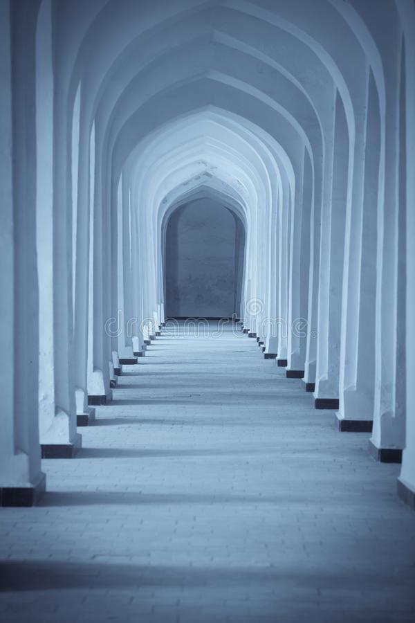 Łukowata korytarz perspektywa w Bukhara, Uzbekisan obraz stock