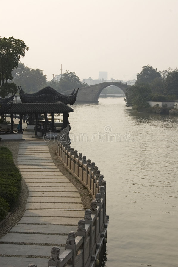 łukowaty bridżowy wysoki pagodowy Suzhou fotografia royalty free