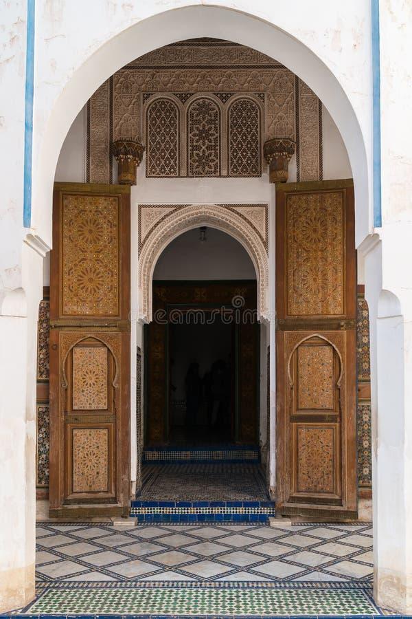 Łukowaty wejście Bahia pałac w Marrakech fotografia stock