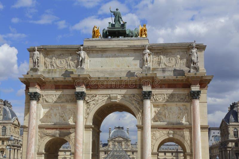 Łuku De Triomphe De Carrousel na zewnątrz louvre w Paryż zdjęcia royalty free