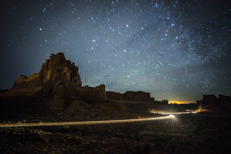 Łuku park narodowy przy nocą fotografia stock