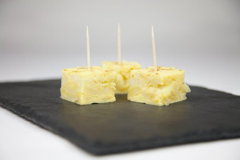 Łupkowy tac tapas gruli omelette obraz royalty free