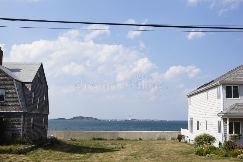 Łuska, Massachusetts: domy morzem zdjęcia royalty free