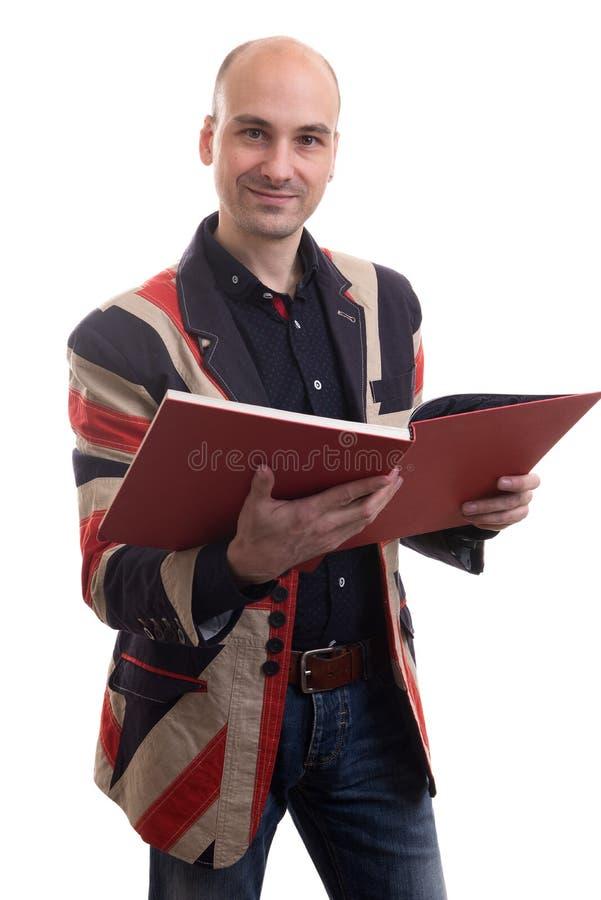 Łysy mężczyzna czyta książkę obrazy royalty free