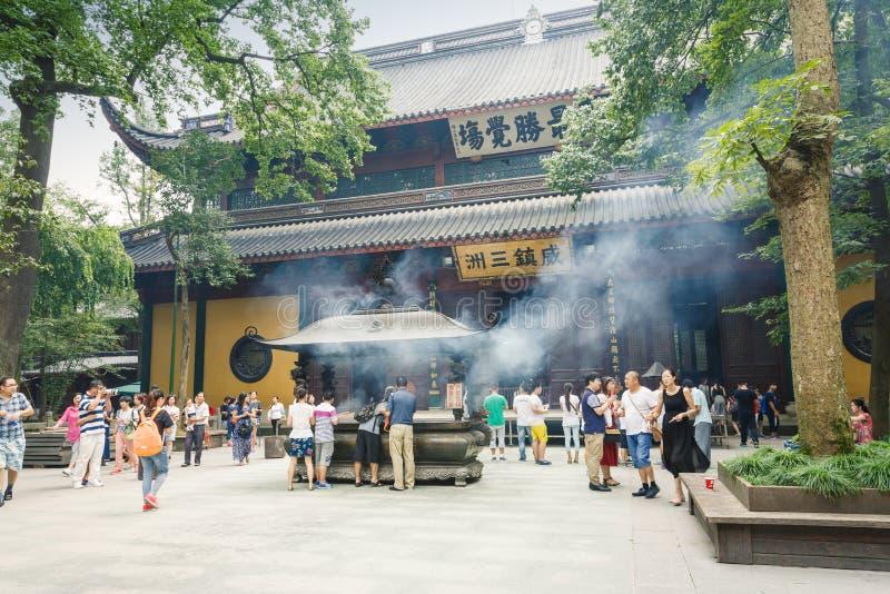 ¼ Œ för famousï för buddistisk tempel för Hangzhou lingyintempel i Kina royaltyfri foto