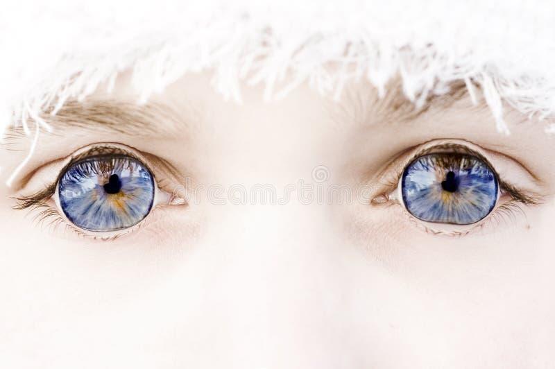 œil bleu à l'extérieur photos libres de droits