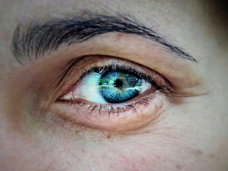 œil bleu profond photographie stock