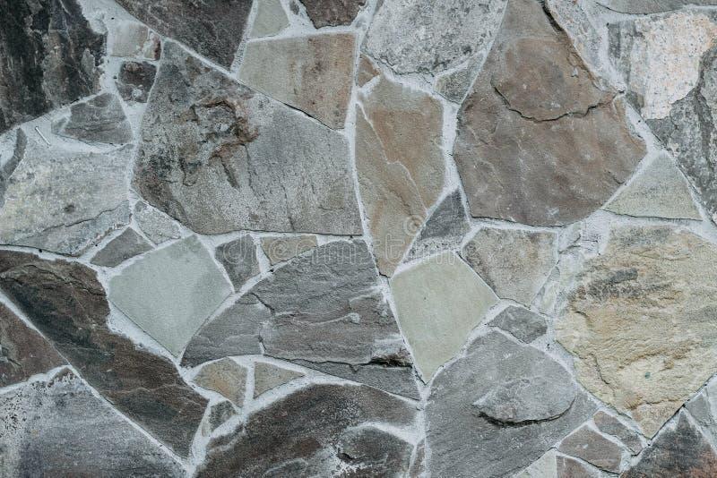 Ściana ampuła kamienie trzymający wpólnie cementem obraz stock