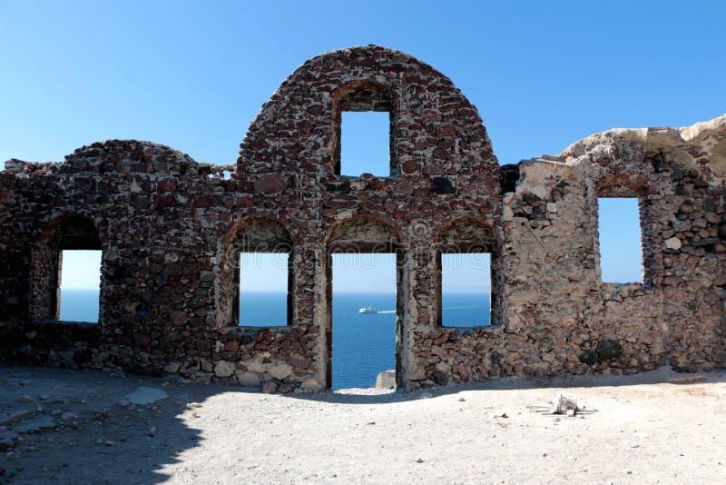 Ściana Bizantyjskie kasztel ruiny w Oia wiosce, Santorini, Grecja, jaskrawy słoneczny dzień zdjęcie stock
