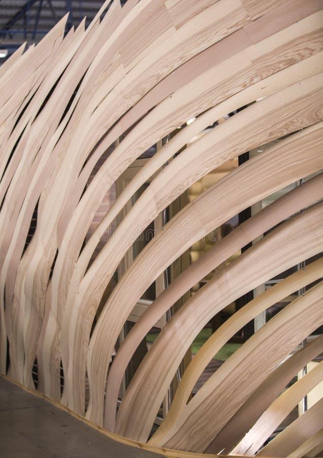 Ściana drewniane deski, instalacja, ściana przy wystawą ciekawy kształt obrazy royalty free