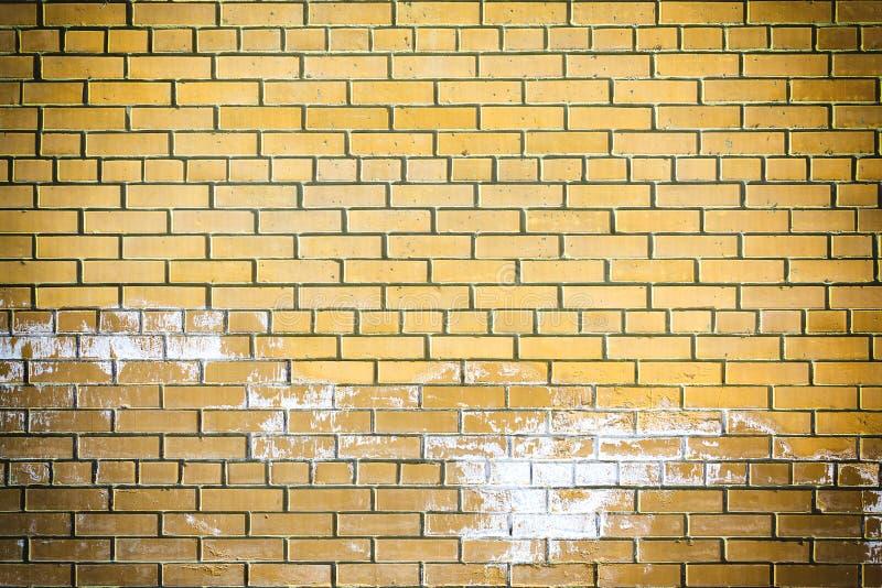 Ściana jaskrawa żółta cegła Tekstura brickwork Pusty tło z winietą fotografia stock