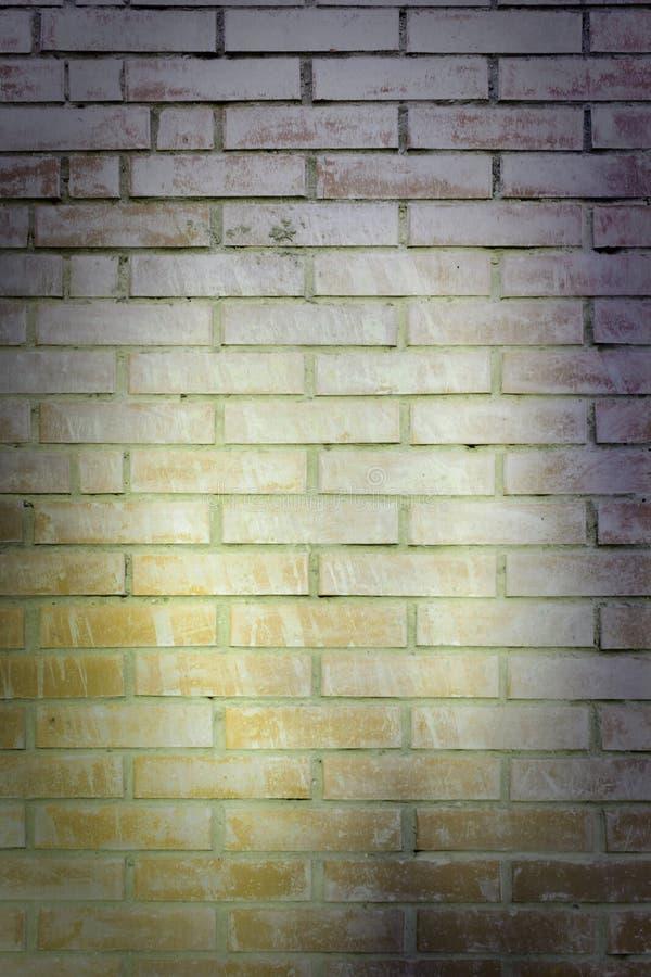 Ściana kolor żółty brudna cegła Piękny stary tło, winieta Opróżnia miejsce dla inskrypcj fotografia stock