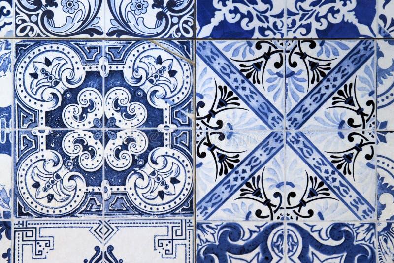 Ściana od kolorowych ceramicznych płytek dla tła zdjęcie royalty free