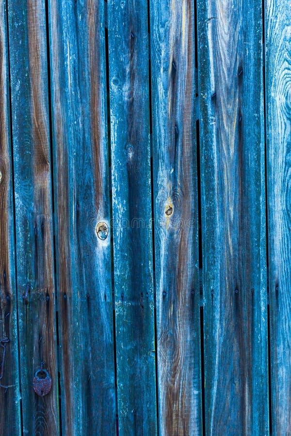 Ściana robić z drewnianymi deskami błękit barwiący zdjęcie stock