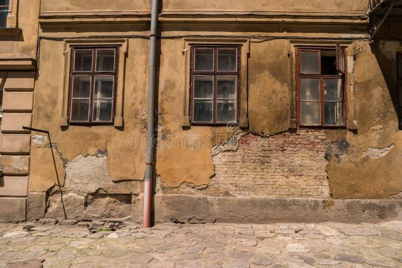 Ściana uszkadzający budynek obraz stock