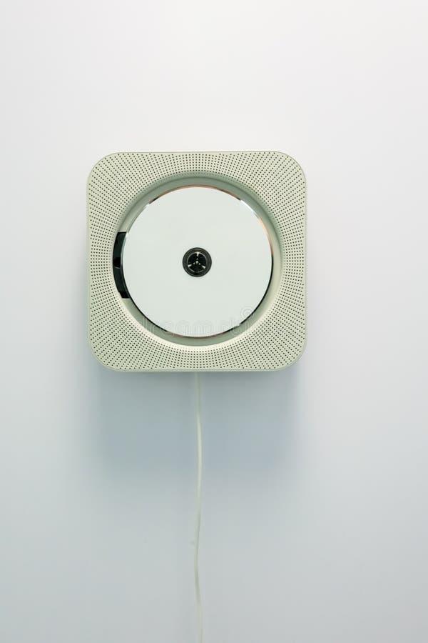 Ściana wspinający się odtwarzacz cd odizolowywający na bielu fotografia stock