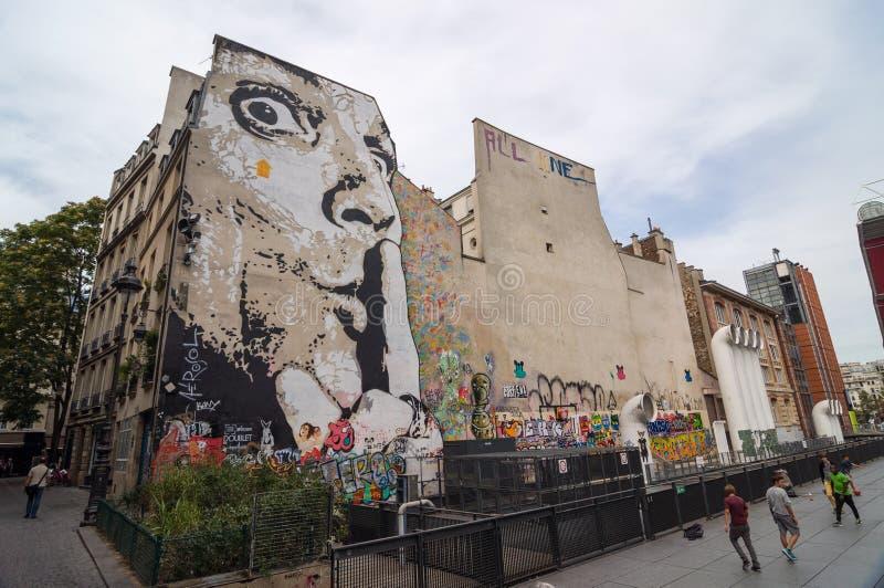 Ściana wypełniał z graffiti blisko Centre Georges Pompidou zdjęcia royalty free