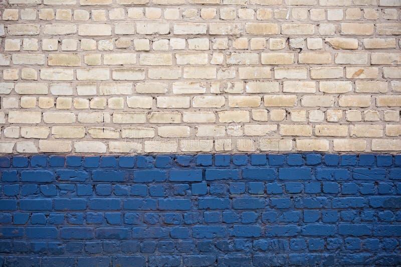 ściana z cegieł błękitny biel fotografia royalty free