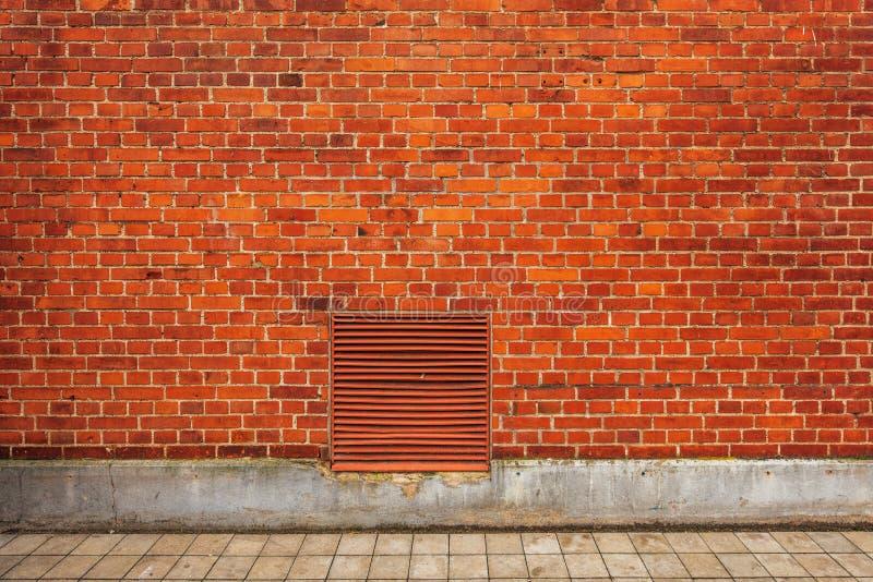 Ściana z cegieł budynku fasada, miastowy uliczny tło fotografia royalty free