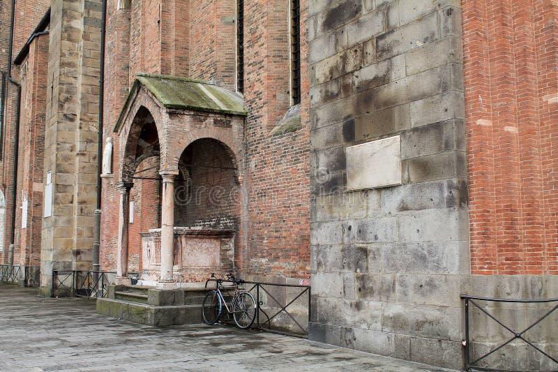 Ściana Z Cegieł i Osamotniony rower fotografia royalty free