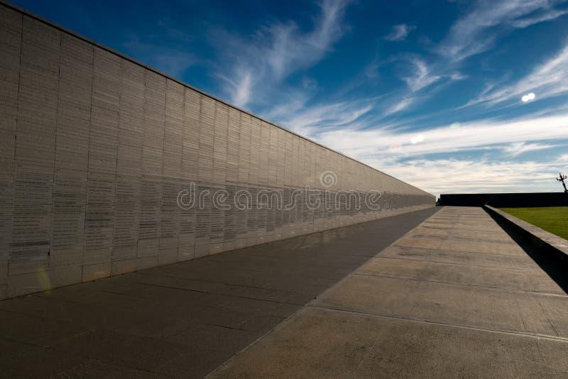 Ściana z imionami ofiary stan przemoc w parku pamięć w Buenos Aires, Argentyna fotografia stock
