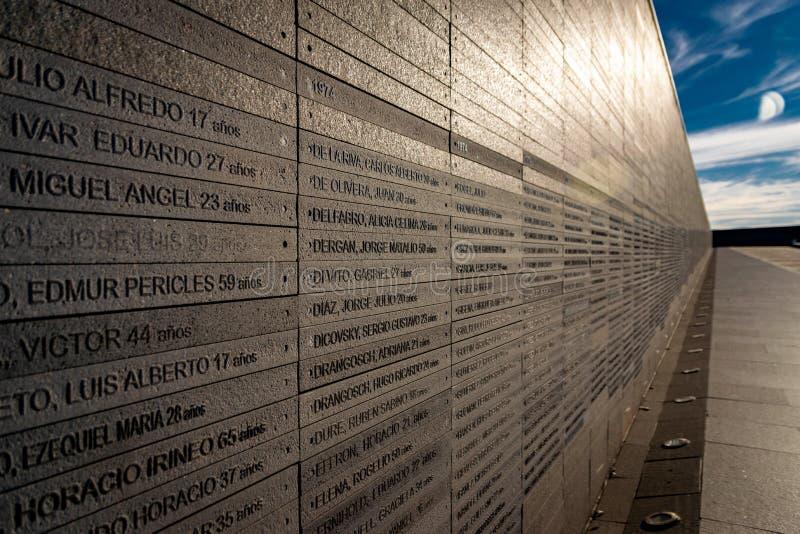 Ściana z imionami ofiary stan przemoc w parku pamięć w Buenos Aires, Argentyna fotografia royalty free