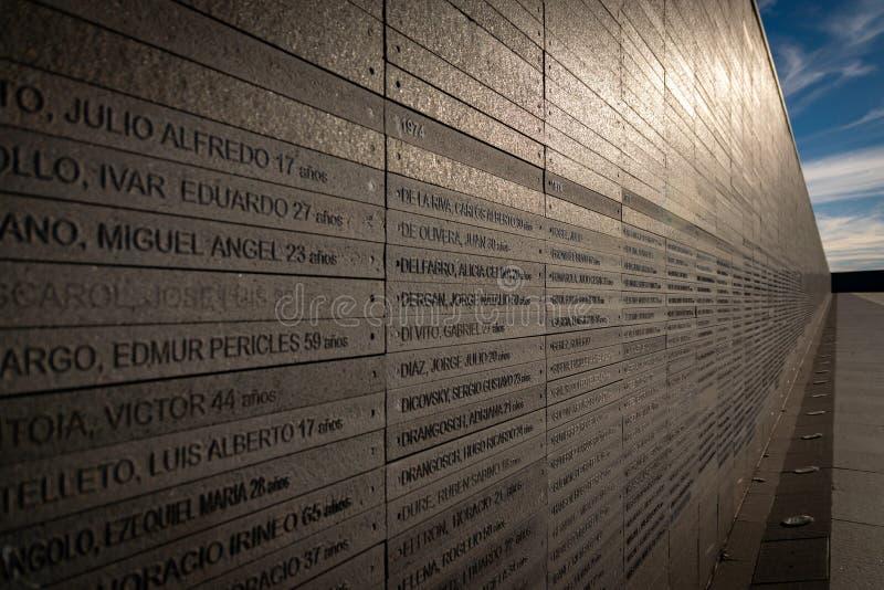 Ściana z imionami ofiary stan przemoc w parku pamięć w Buenos Aires, Argentyna obrazy royalty free