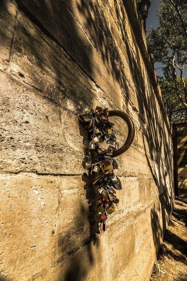 Ściana z miłość kędziorkami zdjęcie stock