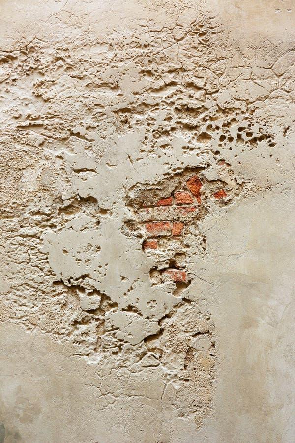 Ściana z pęknięciami i cegłami obrazy stock