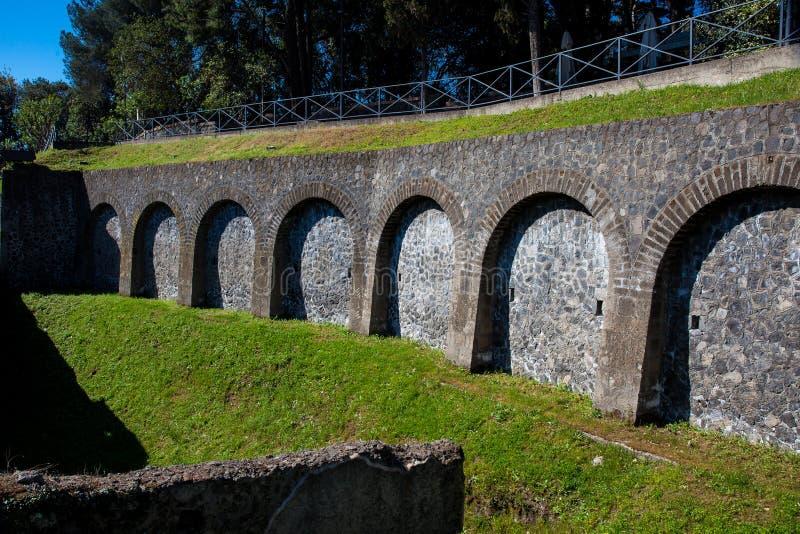 Ściany przy Morską bramą na antycznym mieście Pompeii zdjęcia royalty free