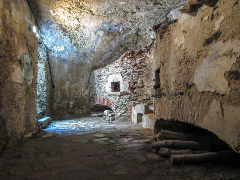 Ściany wśrodku fortu Lagarde zabytku w losie angeles, pyrenees, Occitanie, południowy Francja obrazy stock