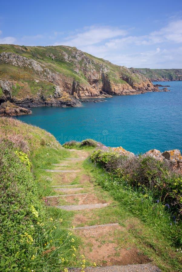 Ścieżka na th falezie południowe wybrzeże Guernsey obraz royalty free
