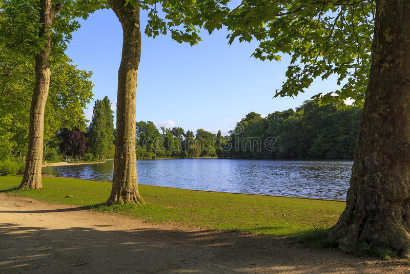 Ścieżki Bois De Vincennes w Paryż zdjęcia royalty free