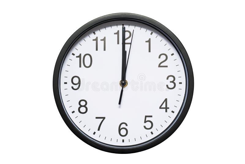 Ścienny zegar pokazuje czasowi 12 godziny na białym odosobnionym tle Round ścienny zegar - frontowy widok Dwanaście o `zegar zdjęcie royalty free