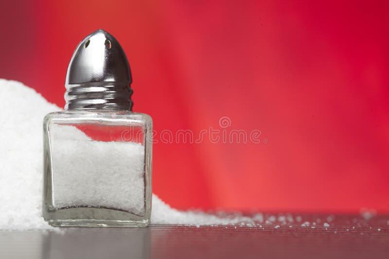 ścinku szklankę do ścieżki odizolowane sól white mieszadła zdjęcia royalty free