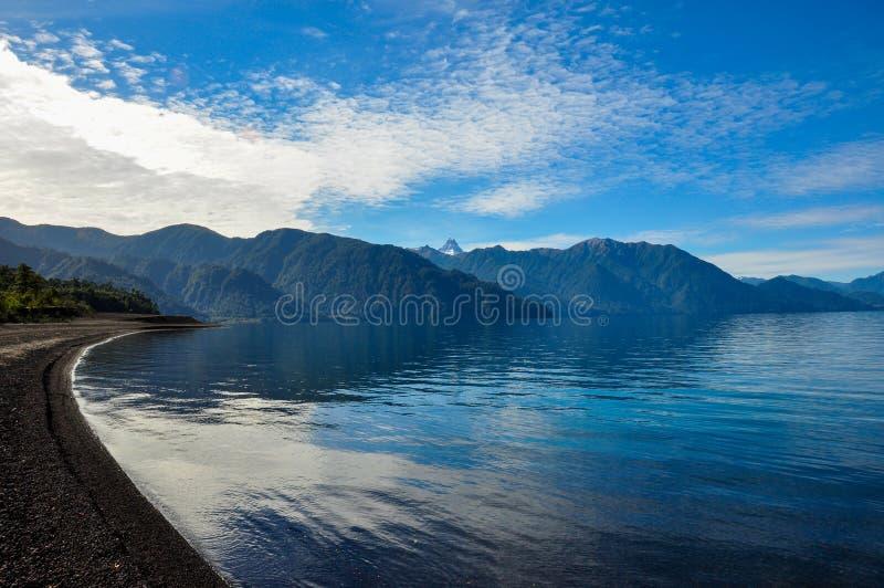 Ślad wokoło Lago Todos Los Santos, Chile fotografia stock