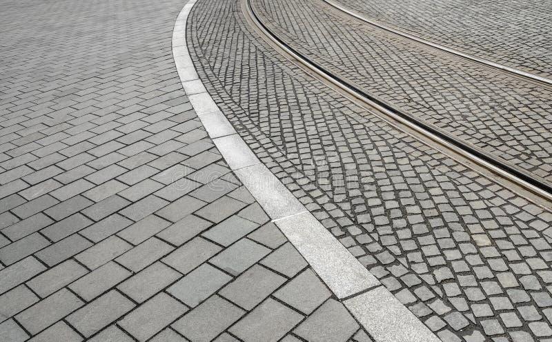 Ślada tramwajowi ślada na drodze zdjęcie royalty free