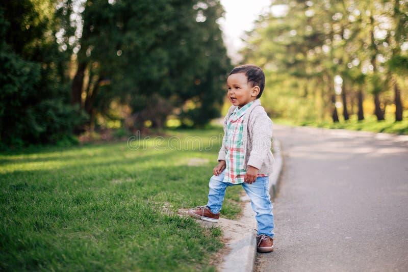 śliczna Amerykanin afrykańskiego pochodzenia chłopiec fotografia royalty free