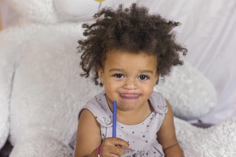 Śliczna amerykanin afrykańskiego pochodzenia dziewczyna obrazy royalty free